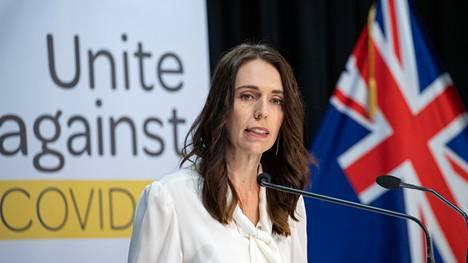 Uuden-Seelannin pääministeri Jacinda Ardernia on kehuttu koronaviruskriisin onnistuneesta hoitamisesta.