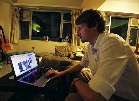 Tom Grundy moderoi Edward Snowdenin chat-haastattelua maanantaina kotoaan Hongkongista käsin. Entinen NSA-työntekijä Grundy oli mukana järjestämässä lauantaista mielenosoitusta Snowdenin tueksi.