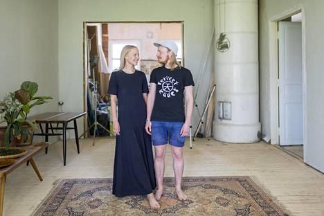 Saana Sipilä ja Olli Sallinen ovat remontoineet Ristimäen vanhaa kansakoulua reilun kahden vuoden ajan.