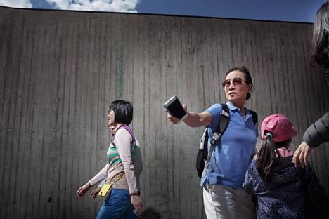 Noin miljardi kiinalaista käyttää Wechatia, jossa hoituu niin sosiaalisen median käyttö kuin maksaminenkin. Kuvan turistit kävivät Temppeliaukion kirkolla viime kesänä.