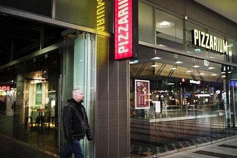 Kampin alakerran ravintolamaailmassa oli hiljaista.