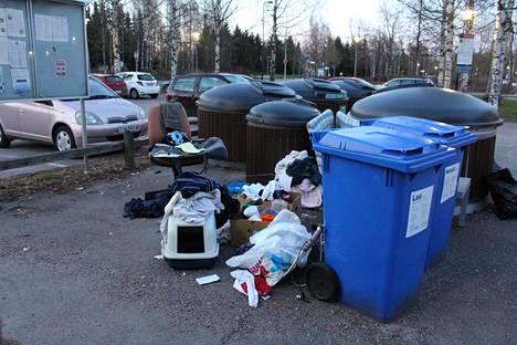 Potilaspapereita löytyi roskien joukosta Vantaan Jokiniemestä.