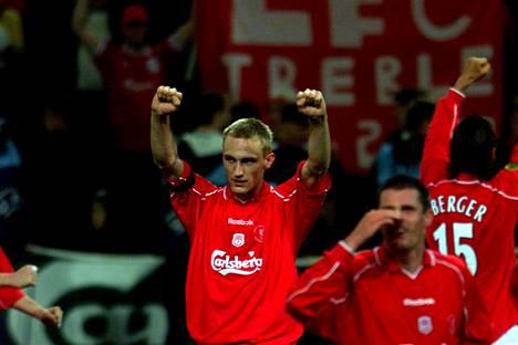 Sami Hyypiä tuuletti Uefa-cupin voittoa vuonna 2001.