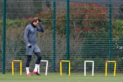 Tottenhamin tähtihyökkääjä Harry Kane teki kuntouttavaa harjoittelua Tottenhamin harjoituskeskuksessa 9. maaliskuuta.