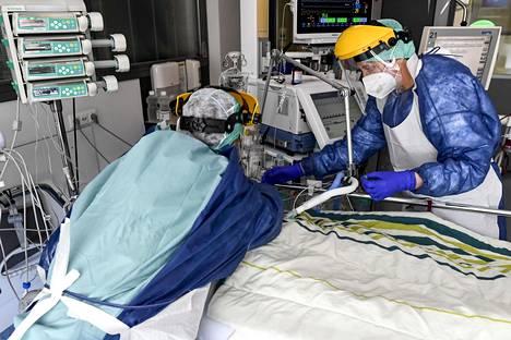 Potilasta hoidettiin koronatehohoidossa Sint-Tridon sairaalassa Belgiassa 17. huhtikuuta.