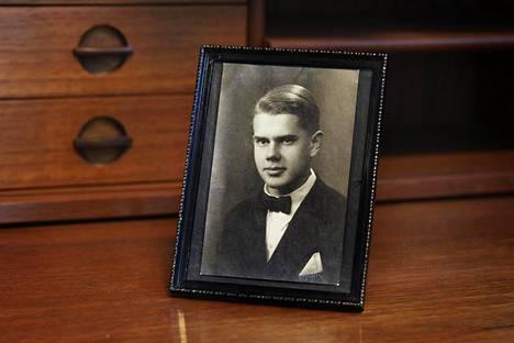 Onni Lindfors nuorena miehenä. Kuvan ottamisvuosi ei ole tiedossa.