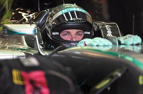 Nico Rosbergin on voitettava tallikaverinsa voidakseen haaveilla maailmanmestaruudesta.