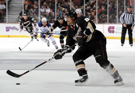 Anaheimin Teemu Selänne lähestyy 1<amp></amp>nbsp;400 NHL-pisteen rajapyykkiä.