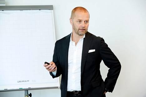 Varman sijoitusjohtaja Reima Rytsölä kertoo, että eläkeyhtiö pienensi osakesijoituksiaan viime vuoden lopulla.