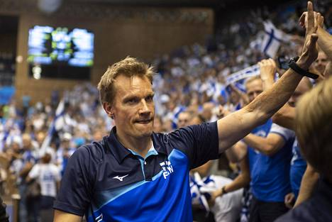 Tuomas Sammelvuo valmensi vielä vuosi sitten Suomen maajoukkuetta, mutta sen jälkeen on ollut lisää vientiä.