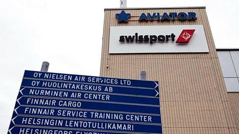 Helsinki-Vantaan toimijat ovat kärvistelleet jo yli puoli vuotta talousahdingossa. Maahuolintayhtiö Swissport Finlandin yhteistoimintaneuvotteluissa puhutaan jopa 700 työntekijän vähennyksestä.
