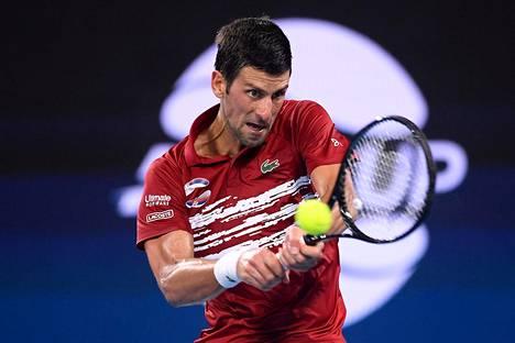 Novak Djoković lupaa, että tilanteen jatkuessa pelaajien neuvosto keskustelee Australian avointen siirrosta.
