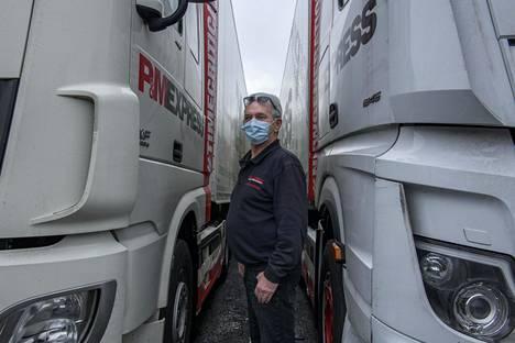 Hollantilainen Eddy Smith ajaa Hollannin ja Englannin väliä säännöllisesti. Viime viikolla hän teki edestakaisen matkan kahdesti. Esimies Hollannissa hoitaa paperityöt kuljettajien puolesta.