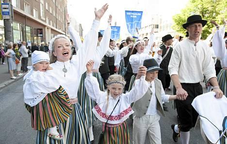 Kuorot kulkivat Tallinnan halki lauantaina.