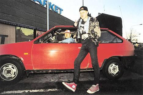 Ari Peltosen 1990-luvun alussa Radiomafiaan tekemä ANSSI!-ohjelma herätti ihastusta ja närkästystä. Ohjelma hyllytettiin ensin väliaikaisesti ja lopulta kokonaan.