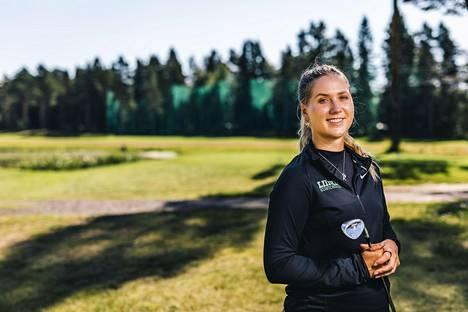 Kiira Riihijärvi harjoitteli Virpiniemi Golfin kentällä heinäkuun lopulla 2020.