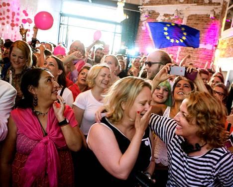 Feministisen aloitteen kannattajat iloitsivat kuultuaan eurovaalien ensimmäiset tulokset sunnuntaina.