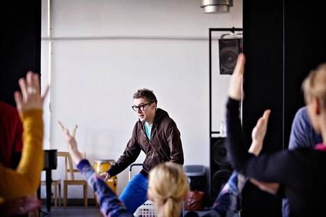 Koreografi Jyrki Karttunen Helsinki Dance Companyn harjoituksissa helmikuussa 2016.