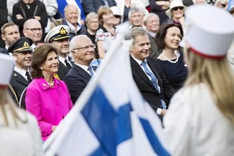 Elokuussa 2017 presidentti Sauli Niinistö ja Jenni Haukio juhlistivat Suomen 100-vuotista itsenäisyyttä Tukholmassa järjestetyssä kansanjuhlassa yhdessä kuningas Kaarle XVI Kustaan ja kuningatar Silvian kanssa.