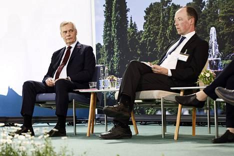 Pääministeri Antti Rinne (vas.) ja perussuomalaisten puheenjohtaja Jussi Halla-aho tapasivat Kultaranta-keskusteluissa Naantalissa maanantaina.