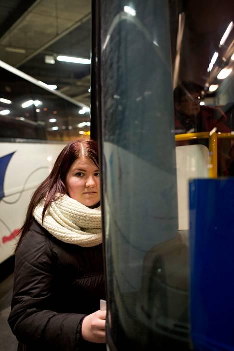 Susanna Pesu nousi Kampista Nurmijärven bussiin perjantaina.