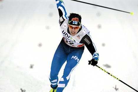 Sami Jauhojärvi sprinttihiihdossa lauantaina.