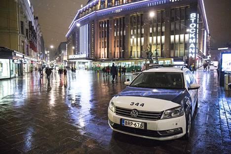 Poliisiautossa nopeutta tärkeämpi ominaisuus on rivakka kiihtyminen, jotta takaa-ajettava saadaan nopeasti pysäytetyä.