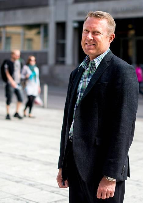 Uusi rehtori Jukka Kola on valmis hyväksymään kaukomailta tulevien opiskelijoiden lukukausimaksut.