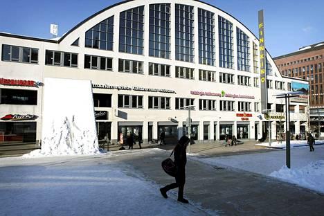 Yksi Finnkinon elokuvateattereista sijaitsee Tennispalatsissa Helsingissä.