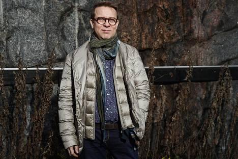 Jukka Perko esittää Savoy-teatterissa Simon & Garfunkelin klassikkolevyn materiaalia.