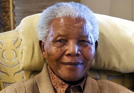 Nelson Mandela viime vuoden heinäkuussa kotonaan.