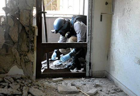 YK:n aseasiantuntija tutki raketti-iskun jälkiä Damaskoksessa elokuun lopulla.