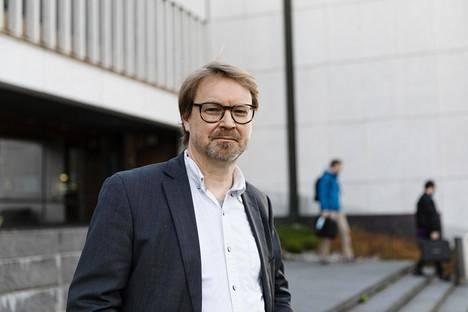 """""""On syytä olettaa, että rokotukset antavat kohtalaista suojaa"""", sanoo Helsingin yliopiston zoonoosivirologian professori Olli Vapalahti."""