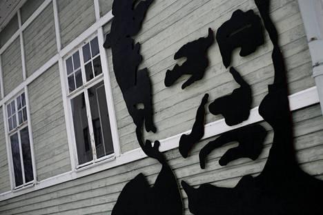 Minna Canthin kasvot on maalattu Kanttilan seinään.