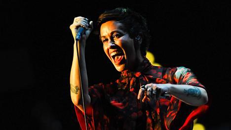Alanis Morissette esiintyi Roomassa heinäkuun 9. päivä.