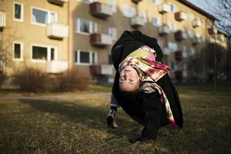 Freelance-tanssija Terhi Vaimala oli palaamassa takaisin vanhempainvapaalta töihin.