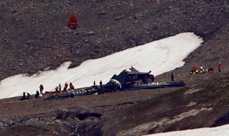 Toisen maailmansodan aikainen museokone törmäsi Piz Segnas -vuoren rinteeseen lauantaina Sveitsissä.