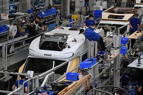 Saksassa teollisuus on ollut hyvässä iskussa jo pitkään. Maaliskuussa matkailuautoja kokoonpantiin Knaus-Tabbertin tehtaalla Jandelsbrunnissa Etelä-Saksassa.