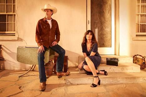 I Love Dick -kirjasta tehdyssä tv-sarjassa Dickiä esittää Kevin Bacon ja Chrisiä Kathryn Hahn.