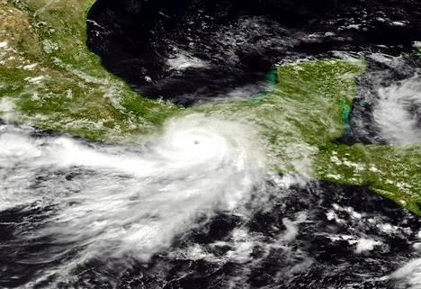 Satelliittikuva näyttää Barbara-hurrikaanin Meksikon yläpuolella.