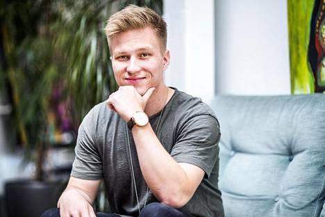 24-vuotias Joona Haatainen näki markkinaraon mainossopimusten neuvottelemisessa suomalaisille, jotka tekevät videoita Youtubeen.