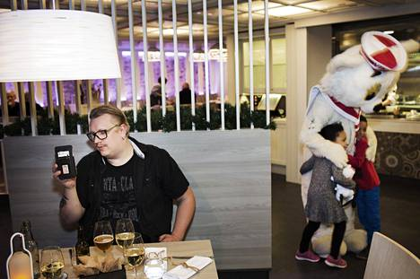 Laivakeikka vie useamman päivän, mutta onneksi on FaceTime, jonka kautta Arttu Wiskari voi puhua kolmivuotiaan poikansa kanssa monta kertaa päivässä.