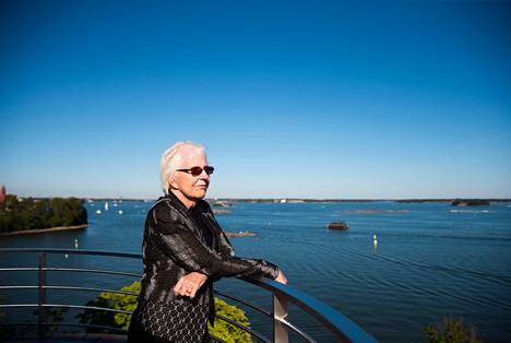 Pulitzer-palkittu Rae Armantrout on vaikuttunut suomalaisten kiinnostuksesta taiteeseen.