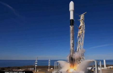 Falcon 9 -raketti laukaistiin Kalifornian Hawthornessa maanantai-iltana Suomen aikaa.