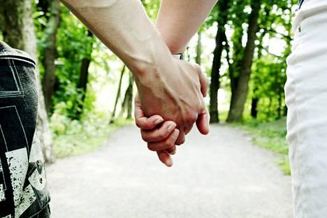 Lähes kaikki pitkät suhteet etenevät kolmeen vaiheen mukaan.