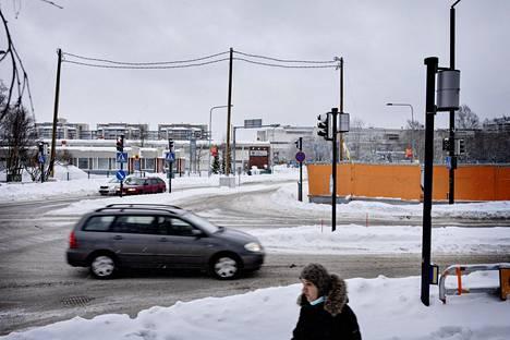 Vantaan pikaraitiotietä on soviteltu Lummetien ja Kielotien risteykseen Tikkurilassa. Toinen vaihtoehto pääradan alittavalla tunnelille on kaupungintalon tuntumassa.