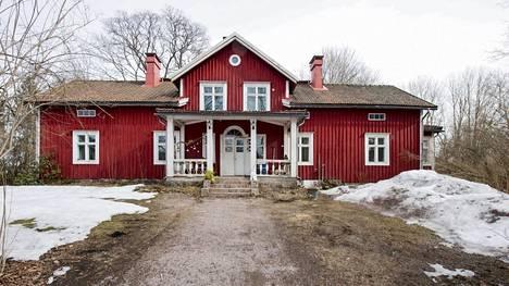 Juppin tilan päärakennus on 1880-luvulta. Kuva on otettu keväällä 2019.