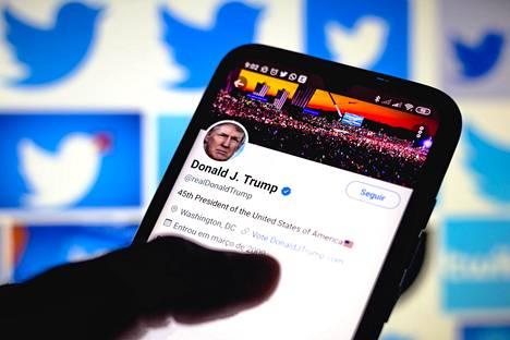 Viestipalvelu Twitter sulki presidentti Donald Trumpin tilin pysyvästi lauantain vastaisena yönä. Samoin tekivät useat muut sosiaalisen median palvelut, kuten Facebook, Instagram, Snapchat ja Twitch.