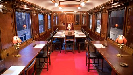 Identtisesti sisustettu saman valmistussarjan junavaunu Compiègnen sotamuseossa näyttää, millaisessa paikassa ensimmäisen maailmansodan lopettanut aselepo allekirjoitettiin.