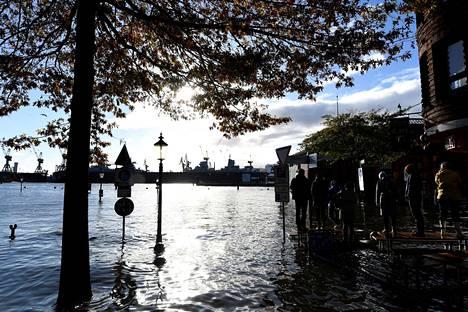 Elbejoen vesi nousi sunnuntaina Hampurin Kalatorille.